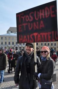 Teachers Jouko Saarinen and Lotta Hartikainen protesting for better working conditions. Photo: Morten Refsgaard