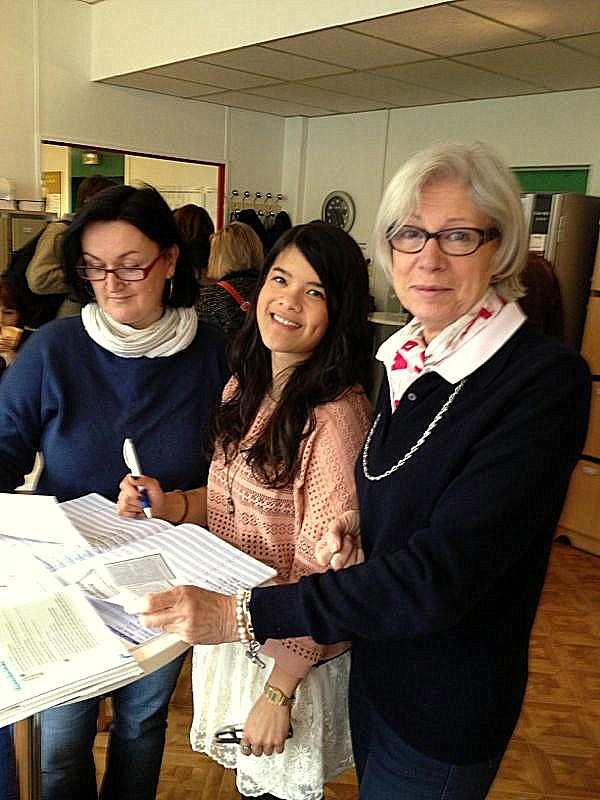 Anna (in the middle) and her tutors, Ms Richard (right) and Ms Peutot (left)