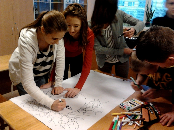 A Russian-speaking class at Sofijos Kovalevskajos Secondary School being taught Lithuanian through journalistic creativity. Photo: Lina
